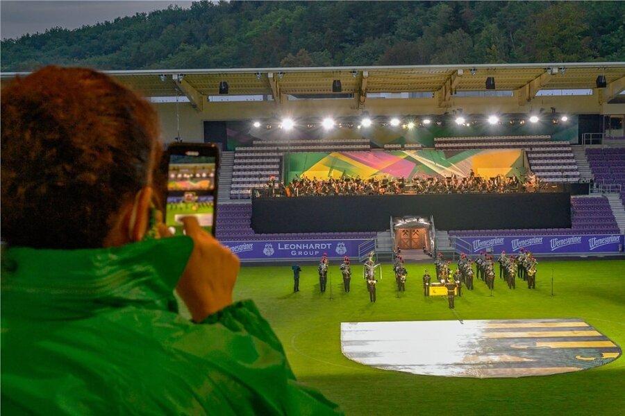 Das Landesbergmusikkorps Schneeberg sowie die Sächsische Staatskapelle spielten das Geburtstagsständchen für den Freistaat.