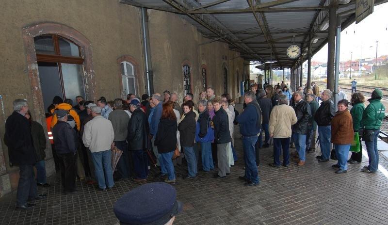 Zwei Stunden, von 14 bis 16 Uhr, hatten die Meeraner am Mittwoch Gelegenheit, das Bahnhofsgebäude von innen zu besichtigen.