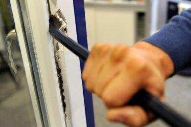 In der Nacht zum Donnerstag sind unbekannte Langfinger in ein Zwotaer Einfamilienhaus eingedrungen (Symbolfoto) und haben unter anderem Geld gestohlen.