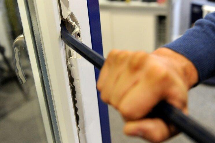 Niederwürschnitz: Einbrecher suchen zwei Einfamilienhäuser heim