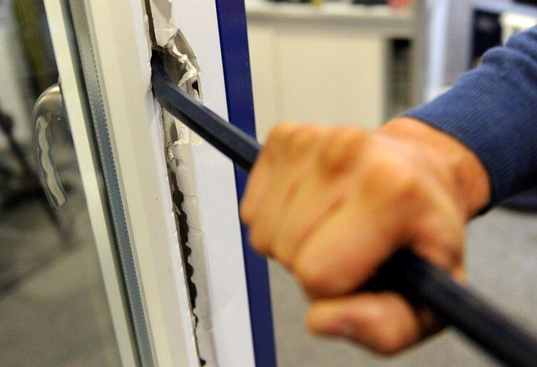 Einbruch in Wohnhaus - zwei Pkw gestohlen
