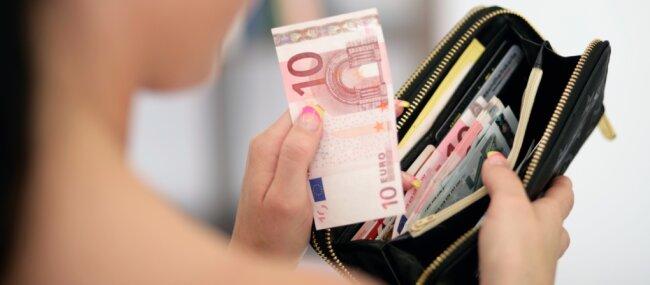 Wer Geld findet, steht immer vor einer Gewissensfrage. Für Regina Klepzig aus Lugau (nicht mit der Person auf dem gestellten Foto identisch) gab es nur eine Antwort: Sie gab die gefundenen 2000 Euro zurück.