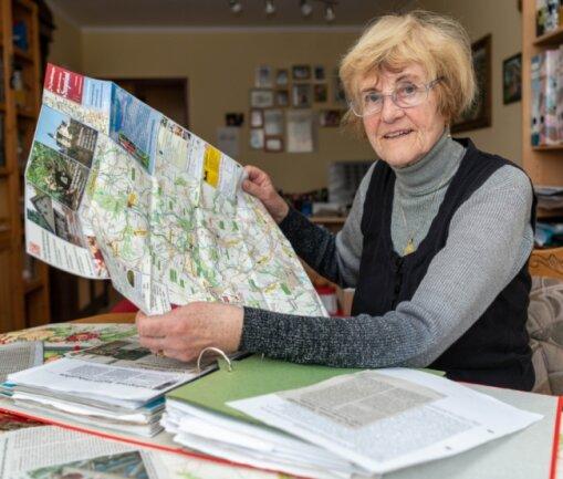 """Astrid Lose aus Rochlitz war zehn Jahre lang freie Mitarbeiterin der """"Freien Presse"""". Unzählige Beiträge hat sie während dieser Zeit geschrieben, Land und Leute vorgestellt und über Veranstaltungen berichtet. Legendär aber waren die etwa 200 Folgen ihrer Wanderserie, die sie gemeinsam mit ihrem Mann Wolfgang produzierte."""