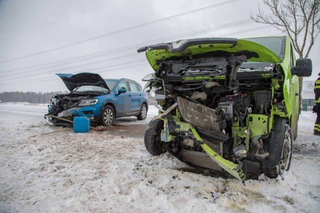 Bei einem Unfall auf der B 101 wurden am Samstagmittag vier Personen leicht verletzt.
