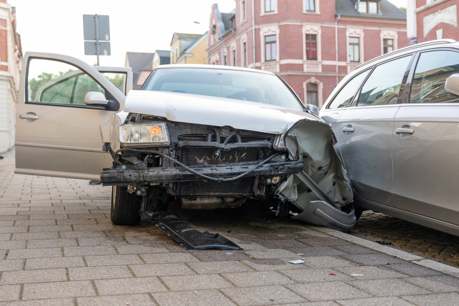 Hoher Schaden bei Abbiegeunfall in Falkenstein