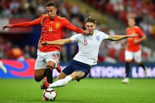 Rodrigo (l.) trifft - Spanien schlägt England