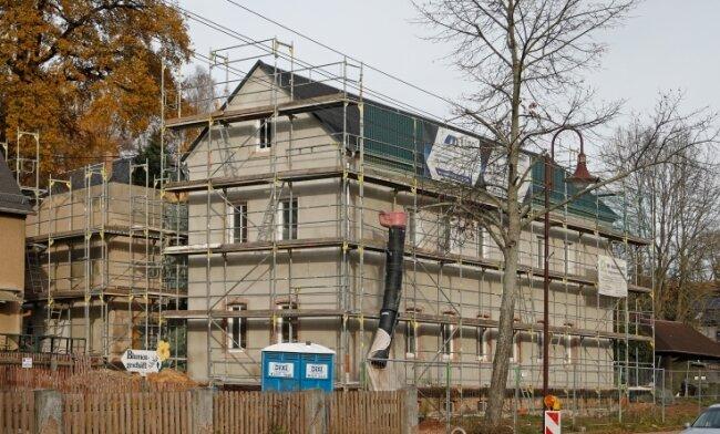 Das Gebäude an der Hofer Straße wird derzeit mit großem Aufwand umgebaut.