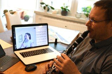 Im Erzgebirge wird der Musikschulunterricht über das Internet bereits längere Zeit praktiziert.