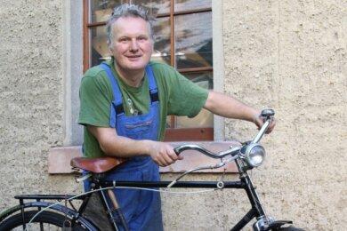 Jens Rosenthal hat ein nur zerlegt erhaltenes Wanderer-Fahrrad aus den 1930er-Jahren überholt, ergänzt und zusammengesetzt.