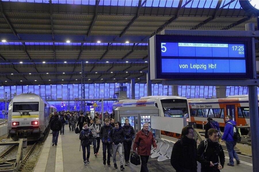 Wegen Bauarbeiten werden Ankunft- und Abfahrt der Züge von und nach Leipzig ab Montag auf andere Bahnsteige verlegt.