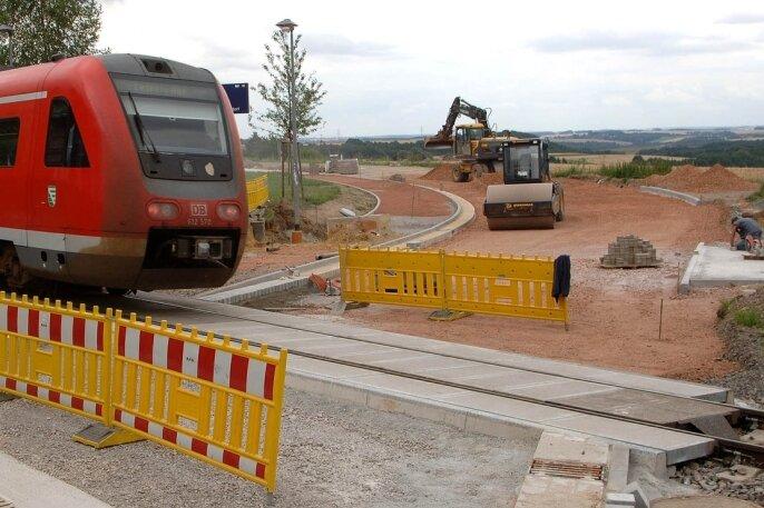 """<p class=""""artikelinhalt"""">Der gesperrte Bahnübergang in Dölitzsch erzürnt nach drei Monaten Bauzeit die Anwohner umliegender Orte sowie Pendler. Fußgänger und Radfahrer können ab dem 5. August den Bahnübergang wieder nutzen.</p>"""