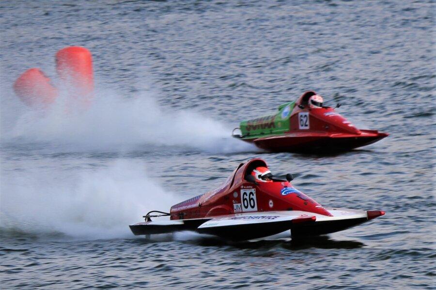3500 Zuschauer verfolgen Motorbootrennen auf der Talsperre