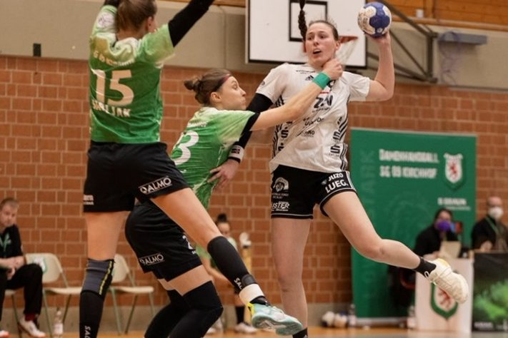 Im Aufstiegskampf der 2. Handball-Bundesliga geht es zur Sache. Das bekommt in dieser Szene aus dem Zwickauer Spiel in Kirchhof Diana Dögg Magnusdottir (rechts) zu spüren. Die Isländerin steht dem BSV am Samstag aufgrund von Länderspielverpflichtungen nicht zur Verfügung.