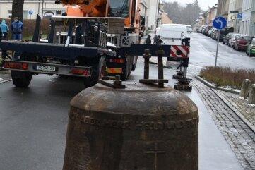 Die kleinere der beiden Glocken aus Eisenhartguss aus der Jakobikirche bleibt in Oelsnitz.