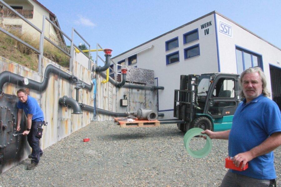 Firma gestaltet Stützmauer