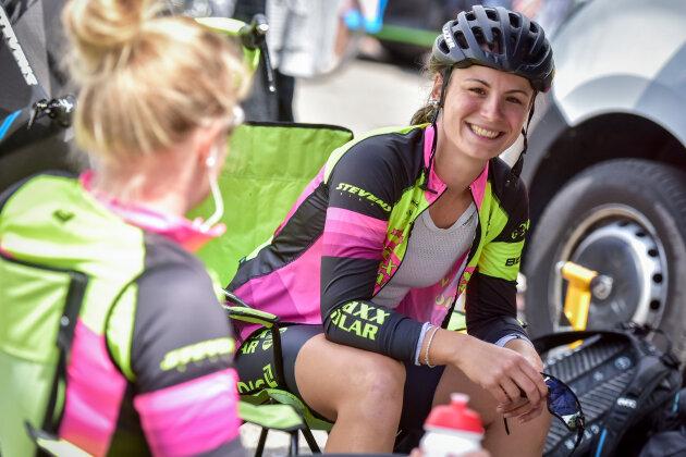 Die Chemnitzerin Melanie Wotsch vom maxx-solar Lindig Team vor dem Start zum Einzelzeitfahren am Freitag im Fahrerlager.