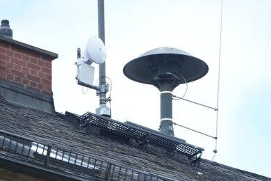 Klassische Sirenen (Foto) zur Alarmierung gibt es aktuell nur noch in einigen Stadtteilen. Entlang gefährdeter Flussläufe wurden vor zehn Jahren Anlagen mit Lautsprechern für Warndurchsagen installiert.