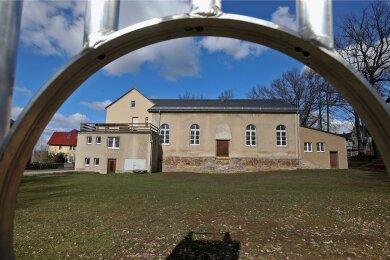 Blick zur vorhandenen Sporthalle. Hier soll der Anbau entstehen.