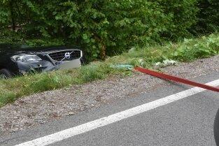 Ein Pkw ist in Reifland einen Abhang heruntergerollt und wurde von der Wehr gesichert.