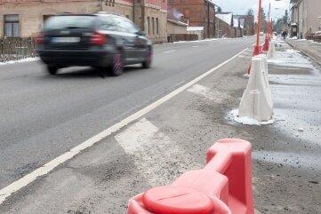 Eine der drei Fahrspuren, die derzeit schon mit Pollern blockiert ist, könnte zurückgebaut werden.