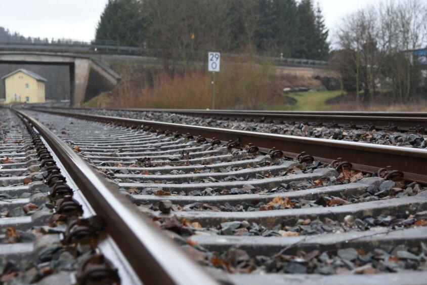 Lange auf der Agenda, aber nach wie vor ohne konkreten Umsetzungstermin: Die Elektrifizierung der Bahnstrecke Plauen-Eger.