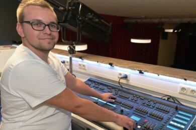 Betriebsleiter Max Uhlig hat am Mischpult im Kulturzentrum Glück Auf in Eibenstock am Freitag den Startschuss für das Festival gegeben.