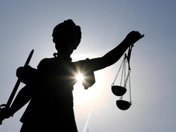 Wegen Corona finden zurzeit nur wenige Gerichtsprozesse statt. Aber die Fälle, die verhandelt werden, sind dringend. Zum Beispiel der eines Drogenhändlers aus Plauen.