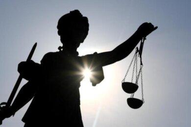 Eigentlich wollte sich der 26-jährige Inder nur etwas Geld für sein Studium verdienen. Doch selbst als Opfer dieser Betrugsmasche wurde er vom Amtsgericht Döbeln zur Rechenschaft gezogen.