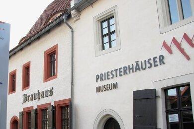 Die Fassade der historischen Zwickauer Priesterhäuser - Zeugnisse der einstigen mittelalterlichen Bebauung - wurde erneuert.