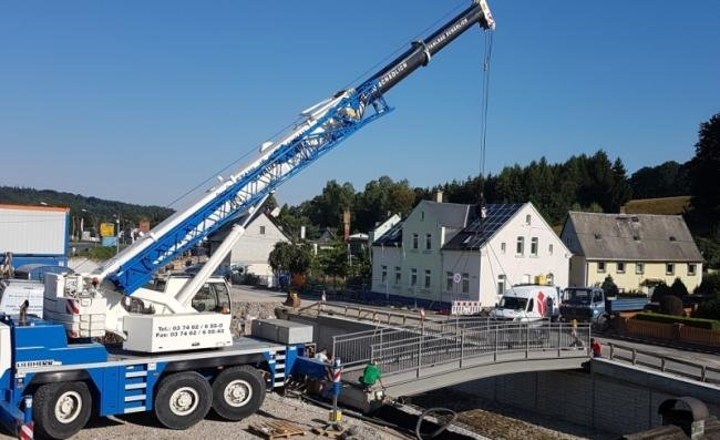 Im Juli 2018 wurde die neue Fußgängerbrücke in Rodewisch fertig gestellt.