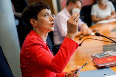 Bis 2017 Vorsitzende der AfD: Die fraktionslose Bundestagsabgeordnete Frauke Petry verabschiedet sich mit einem Buch aus der aktiven Politik - in dem sie Einblick in die AfD-Machtkämpfe gewährt.