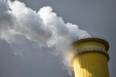 Dunkle Wolken brauen sich über den Stadtwerken zusammen. Die fühlen sich von Absprachen der Marktriesen in ihrer Existenz bedroht.