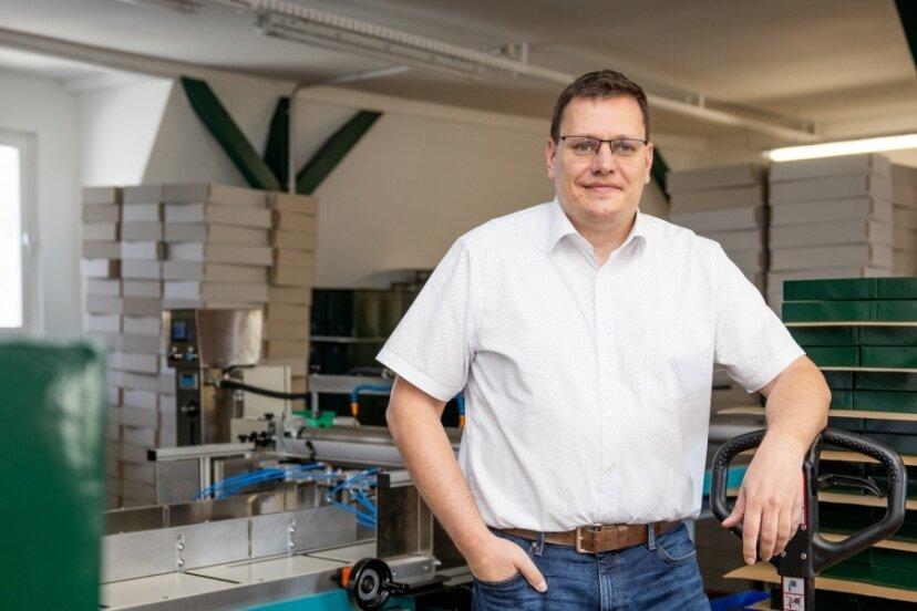 Die Firma Sacher - im Bild Geschäftsführer Ulf Sacher - ist in den vergangenen fünf Jahren um 40 Prozent gewachsen. In den Ausbau des Standortes und neue Maschinen floss in dieser Zeit etwa eine Million Euro. Nun ist ein weiterer Schritt geplant.