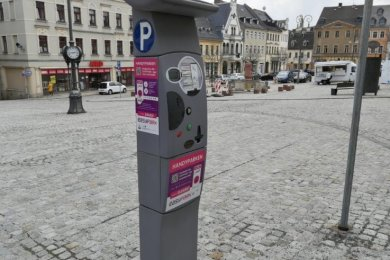 An den Ticketautomaten wird jetzt für die neue Park-App geworben. Infos auf Schildern sollen folgen.