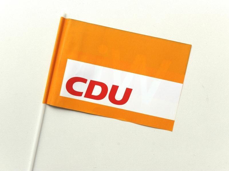 Eine Fahne mit dem Logo der Partei CDU.