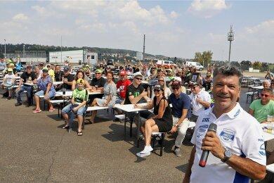 Mitorganisator Olsen Hänel (am Mikrofon) freute sich über insgesamt reichlich 200 Besucher, ...