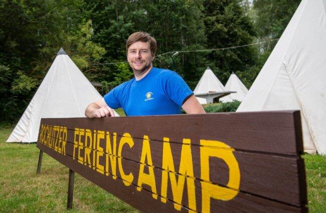 Torsten Jandt, der Leiter des Rochlitzer Feriencamps, ist froh, dass es nun endlich losgeht. Am Bieserner See wird in Tipis übernachtet. Auf dem Plan stehen Ausflüge, Bootstouren und Freibadbesuche.