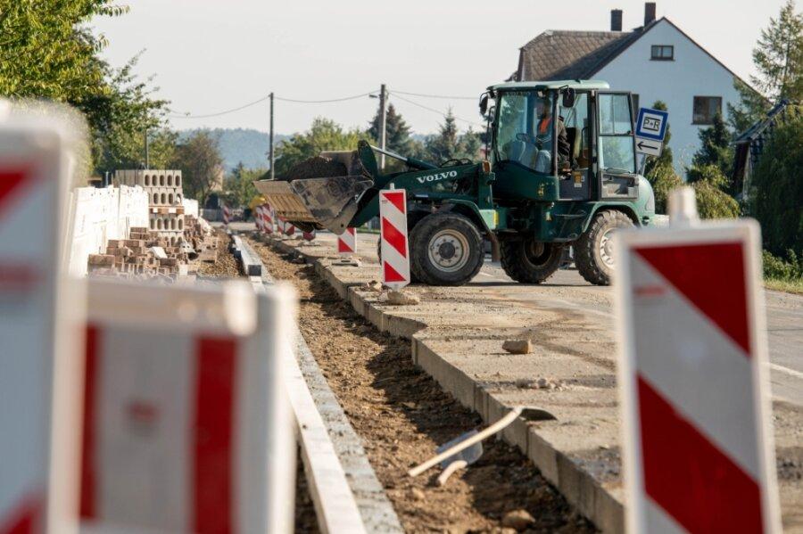 Im Landkreis wird an zahlreichen Ecken und Enden gearbeitet. Auch im Westen von Mittelsachsen müssen Autofahrer Umwege in Kauf nehmen. Denn die B 175 wird in Dölitzsch auf Vordermann gebracht.