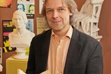 Thomas Synfozik (54). Er ist seit 2005 Direktor des Robert-Schumann-Hauses in Zwickau. Im Januar erhielt er den Robert-Schumann-Preis der Stadt..