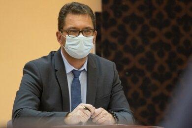 André Zinn hat am Donnerstag seine erste Stadtratssitzung als Bürgermeister geleitet. Wegen Corona trugen alle in der Sitzung Maske.