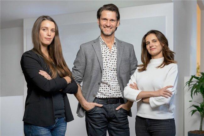Das Zebra-Group-Führungsteam (von links nach rechts): Nadine Bengel (Senior Projektmanagerin Mindbox), Joerg G. Fieback (Geschäftsführer Kreation zebra   group) und Sabine Kunze (Geschäftsstellenleiterin Mindbox).