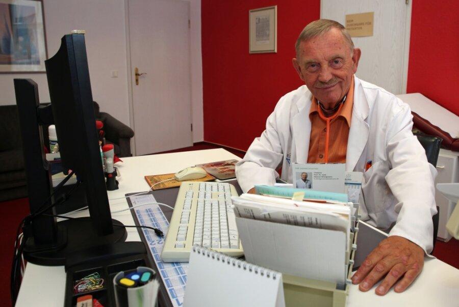 Kein Nachfolger: 76-jähriger Arzt ist in Aue weiter für seine Patienten da