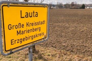 Auf der Fläche am Ortseingang Lauta soll ein neues Wohngebiet entstehen. Doch nicht zum ersten Mal kommt Kritik auf.