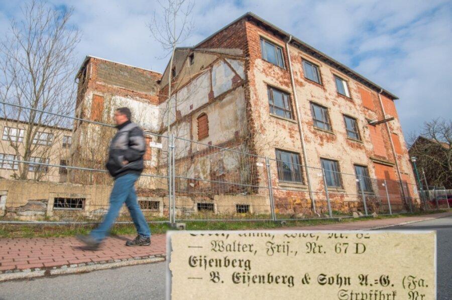 In diesem Fabrikkomplex an der August-Bebel-Straße in Niederdorf war bis in die 1930er-Jahre hinein eine Strumpffabrik ansässig. Die im örtlichen Adressverzeichnis (Ausgabe 1929) erwähnte Eigentümerfirma hatte einst Stefan Heyms Urgroßvater Bernhard Eisenberg in Zschopau gegründet.