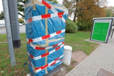 Am Gablenzplatz wurde im Oktober 2019 dieser Fahrkartenautomat der CVAG durch Sprengstoff beschädigt. An die Geldkassette kam der Täter dennoch nicht heran.