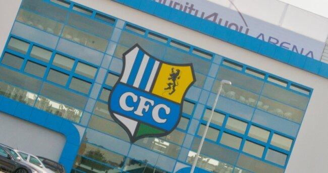 Der Chemnitzer FC spielt in einem schicken Stadion, war sportlich zuletzt in der Erfolgsspur - hat aber jetzt ein massives Geldproblem.
