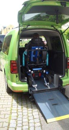 Notwendig war unter anderem eine Rampe mit griffiger Oberfläche, auf der der Rollstuhl beim Hinauffahren nicht wegrutscht.