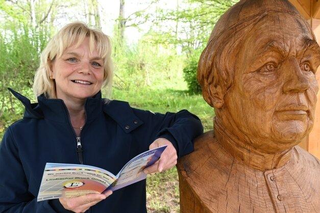 Gabriela Hauße vom Vorstand des Kneipp-Vereins Bad Schlema hat die Festschrift mit erstellt.