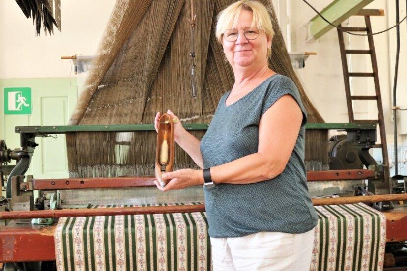 Andrea Weigel ist seit sechs Jahren Leiterin der Historischen Schauweberei Braunsdorf. Dort können Gäste alte Webkunst erleben.