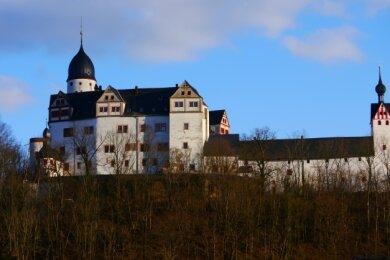 Erhaben thront die Rochsburg auf einem Felsen hoch über der Zwickauer Mulde. Das Gemäuer ist der auf Islandlebenden Malerin Barbara Grilz bisher nur durch Fotos und Beschreibungen bekannt.